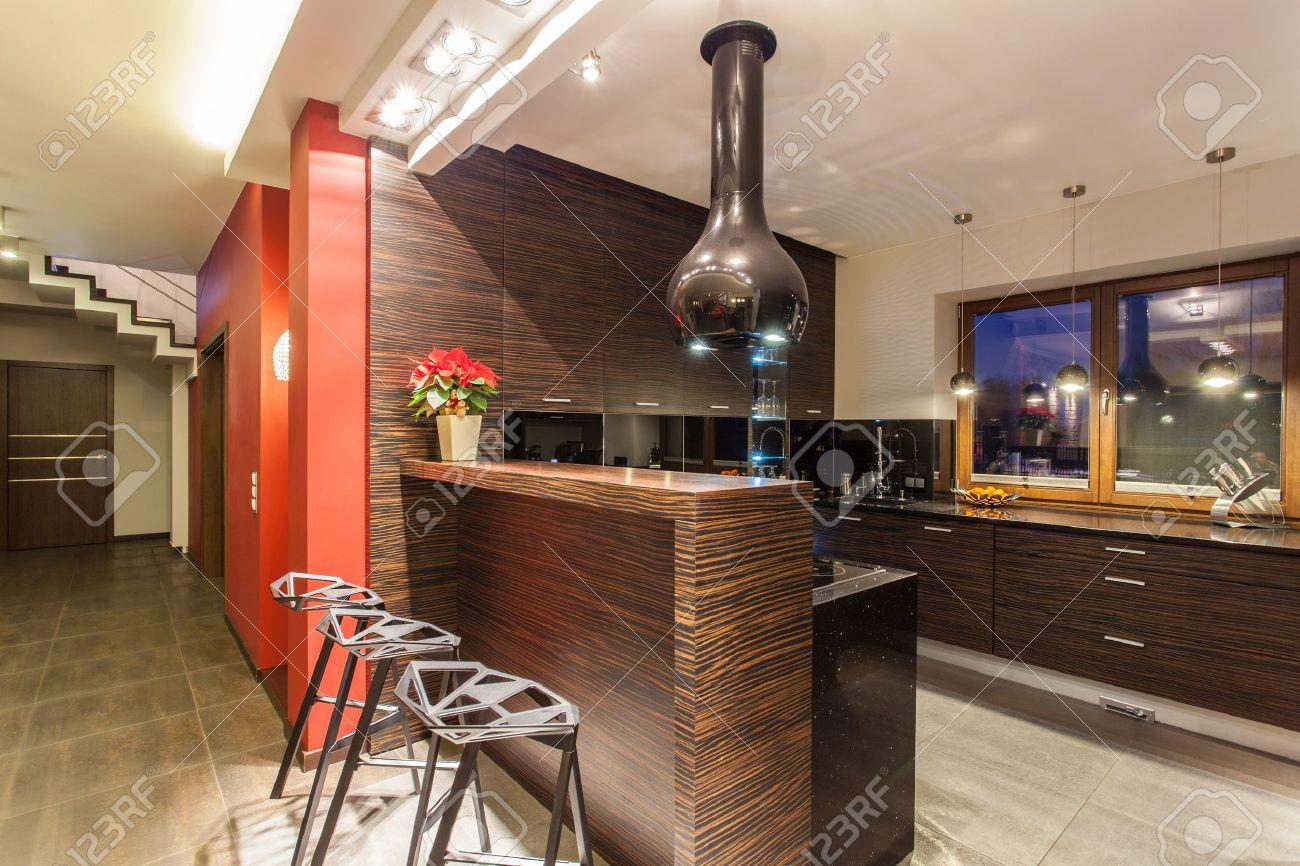Ruby House Moderne Kuche Mit Theke Und Hocker Lizenzfreie Fotos