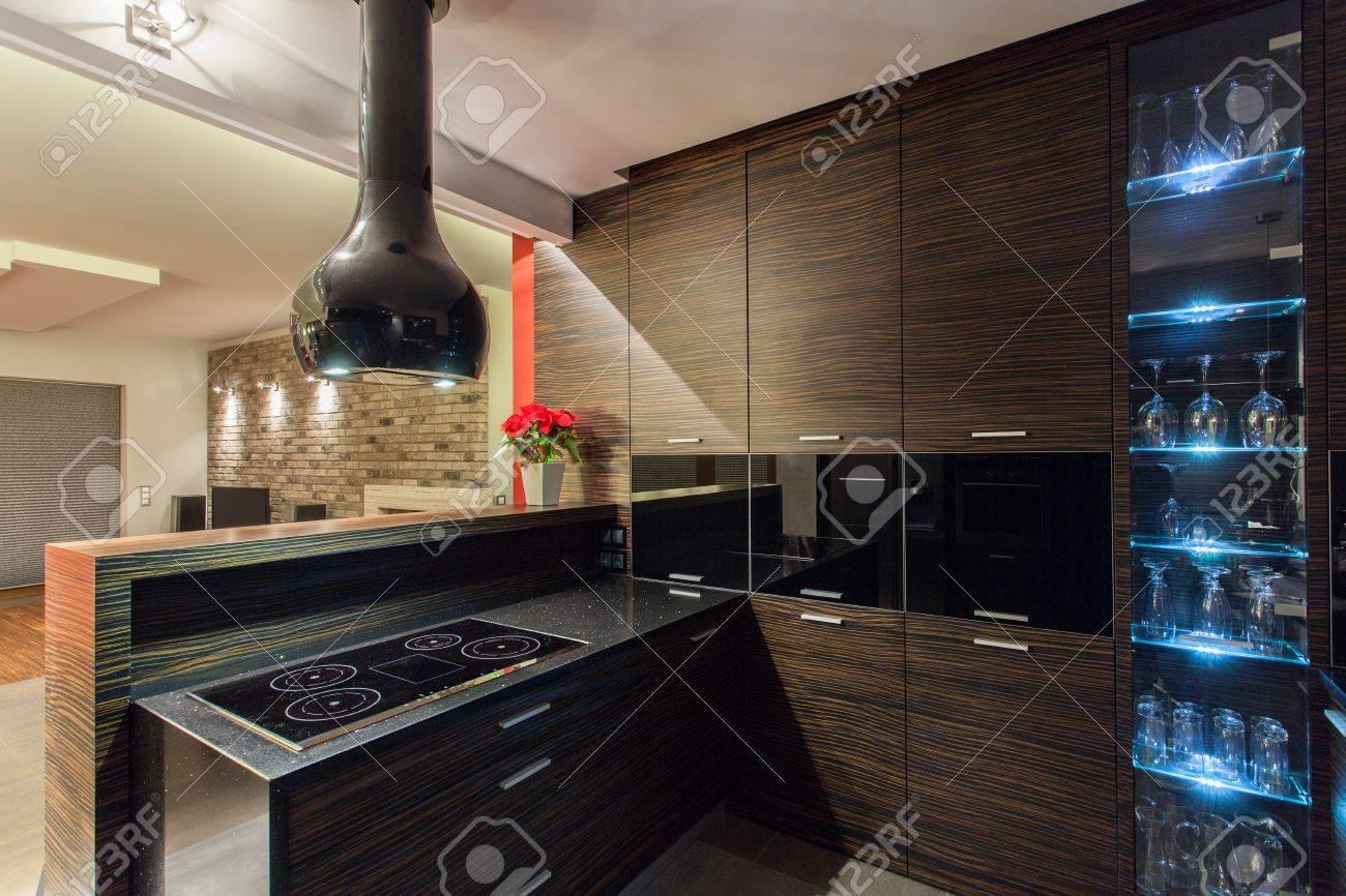 Rubí casa - muebles de cocina de madera marrón, interior moderno