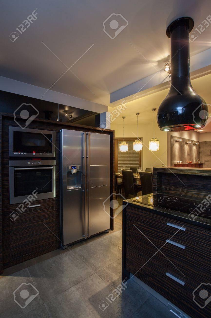 Rubin Haus - Küche Interieur Und Modernen Geräten Lizenzfreie Fotos ...