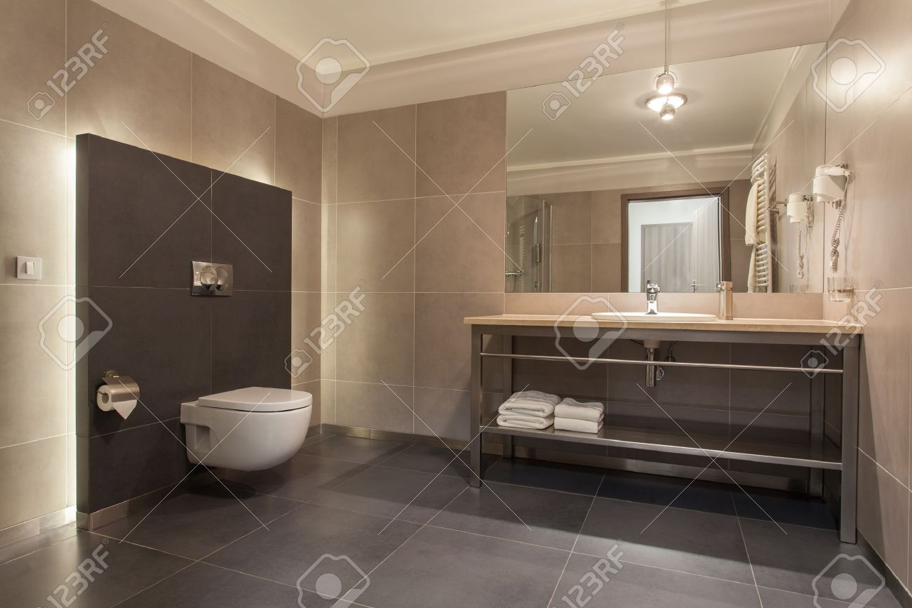 woodland hotel - interior of a modern grey bathroom stock photo