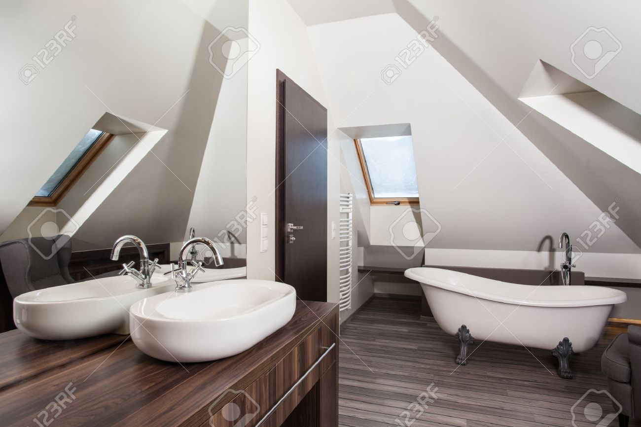 Country home - interior of a vintage attic bathroom Stock Photo - 17789350