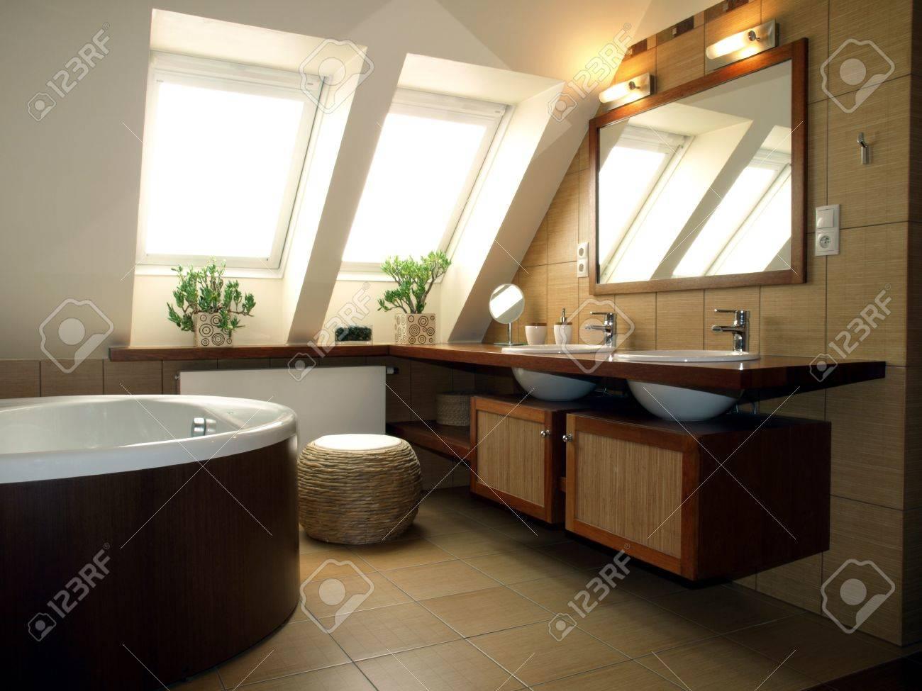 Salle De Bain Luxueuse Moderne ~ a l int rieur de la salle de bains luxueuse dans la maison moderne