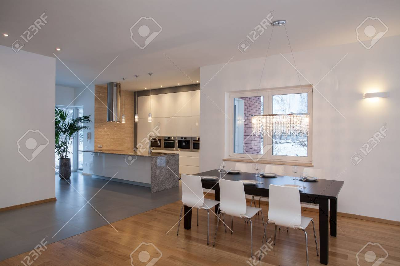 Designer Innenraum - Küche In Einem Minimalistischen Haus ...