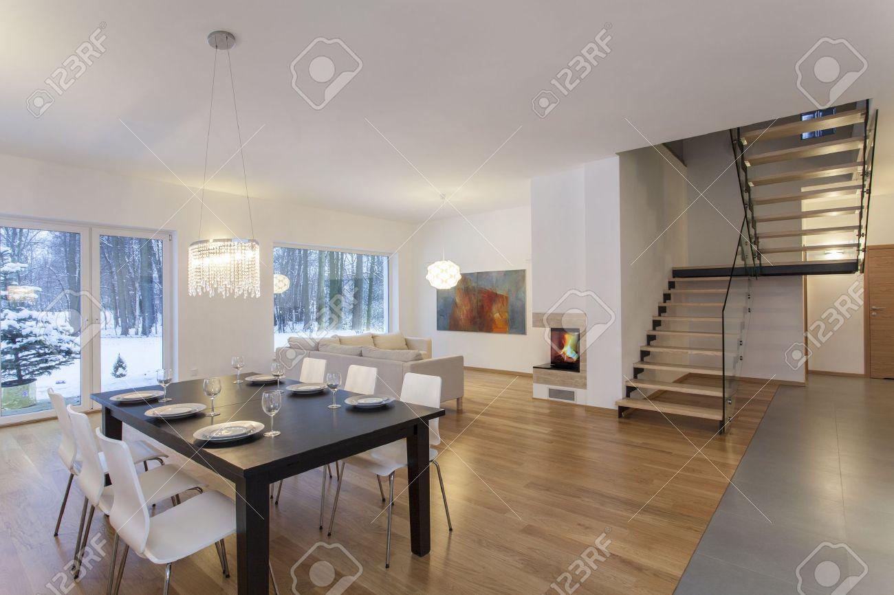 diseadores de interior comedor en casa minimalista moderno foto de archivo