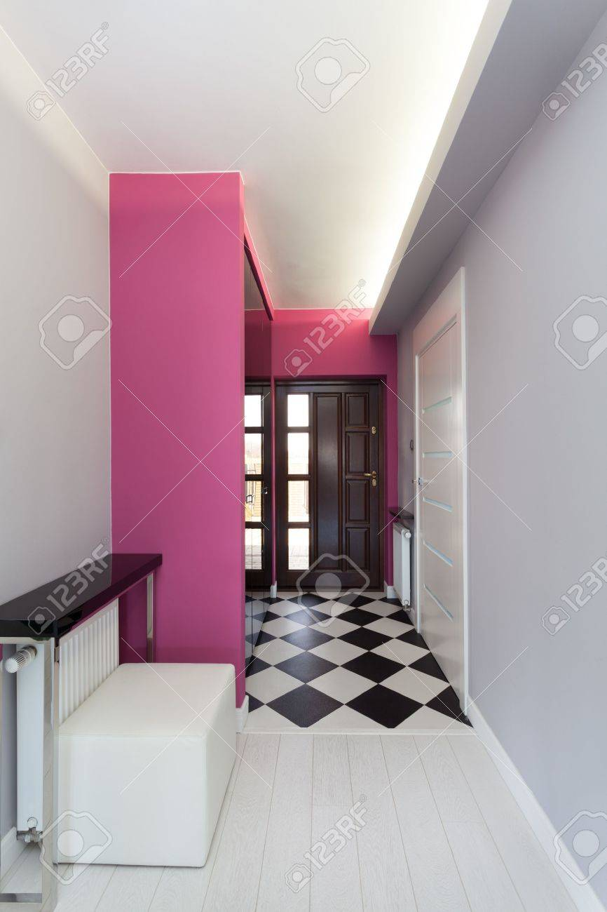 Vibrant cottage - main entrance of contemporary house Stock Photo - 18815700