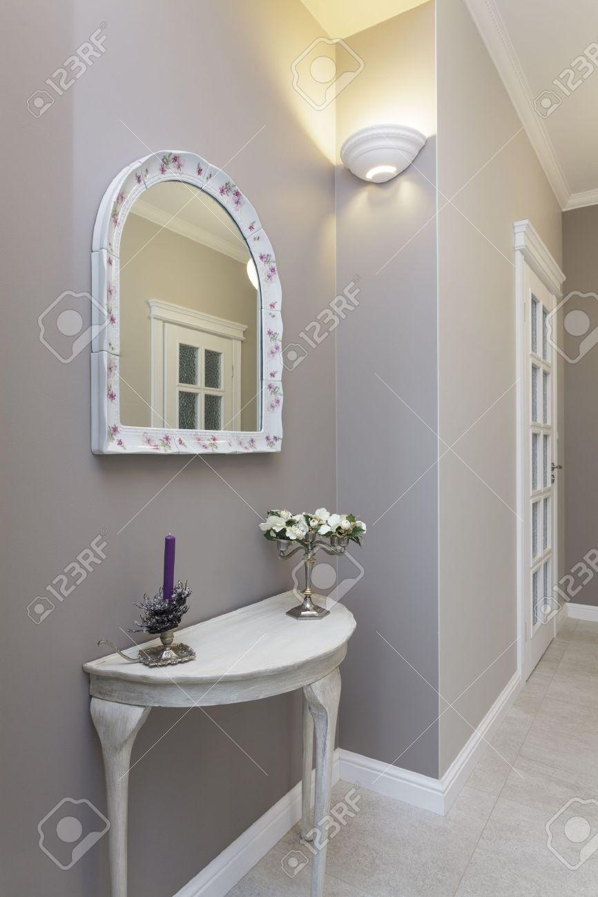 Toscane - Couloir Gris Dans Un Style Classique Banque D\'Images Et ...