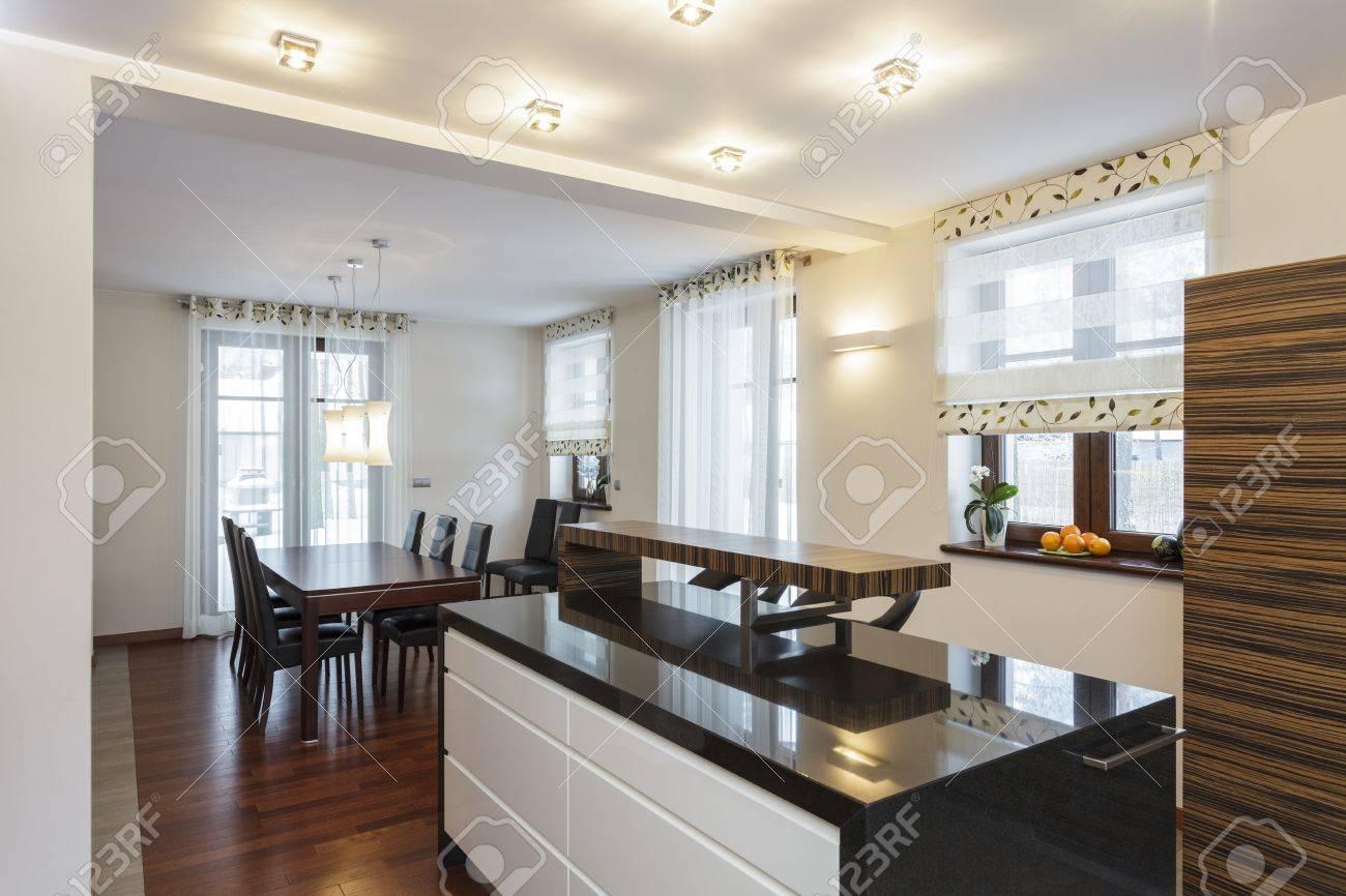 Gran diseño - interior de la cocina moderna