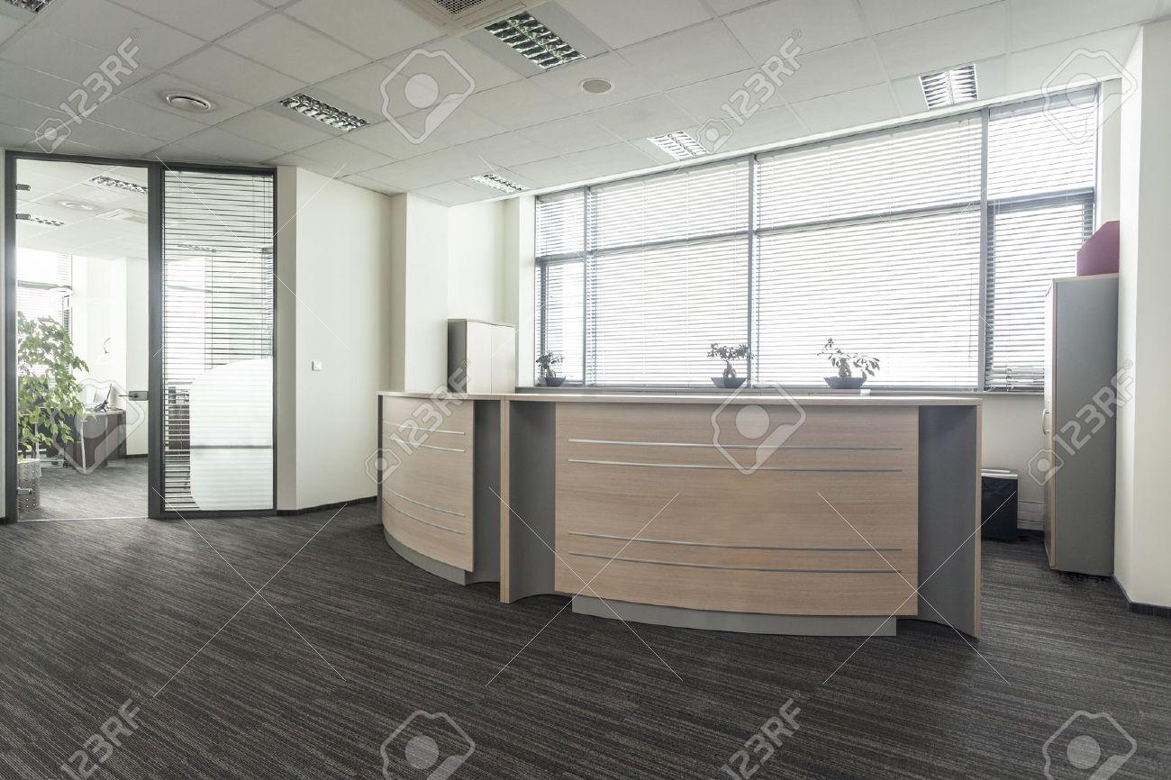 Entrada Al Nuevo Interior De La Oficina Moderna, Recepción Fotos ...