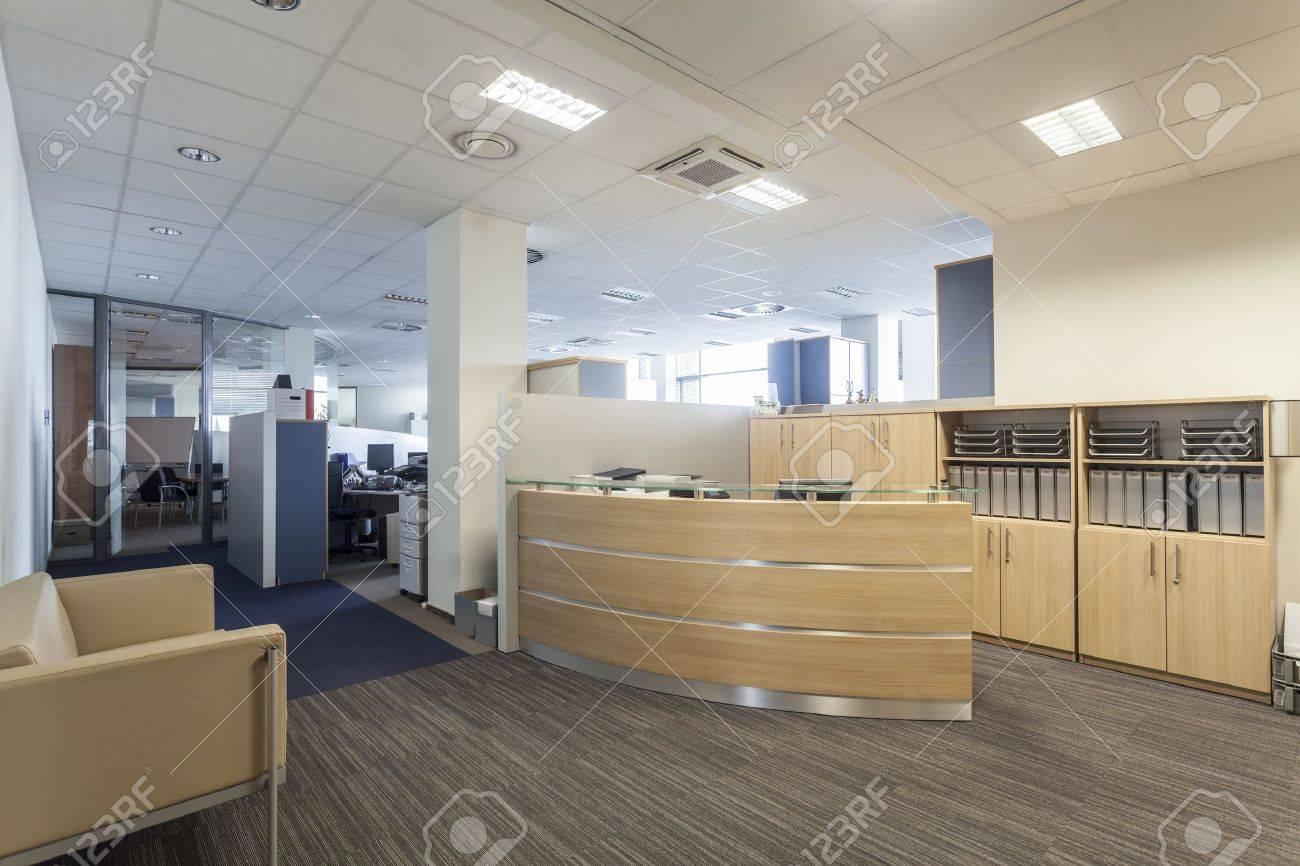 Modernes Interieur Mit Rezeption, Neues Büro Lizenzfreie Fotos ...
