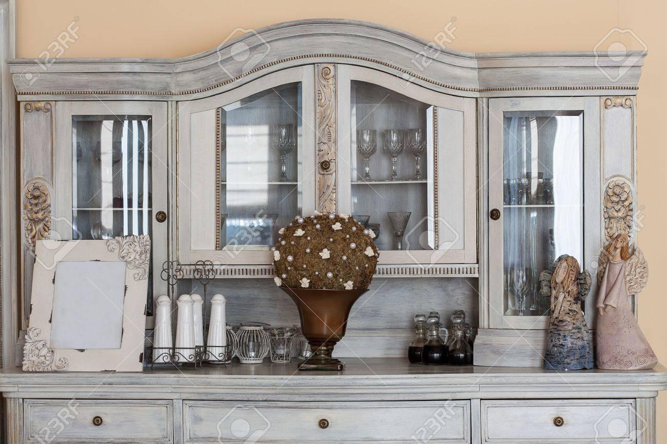 Mediterranean interior - a classy retro shelf with ornaments Stock Photo - 21363422