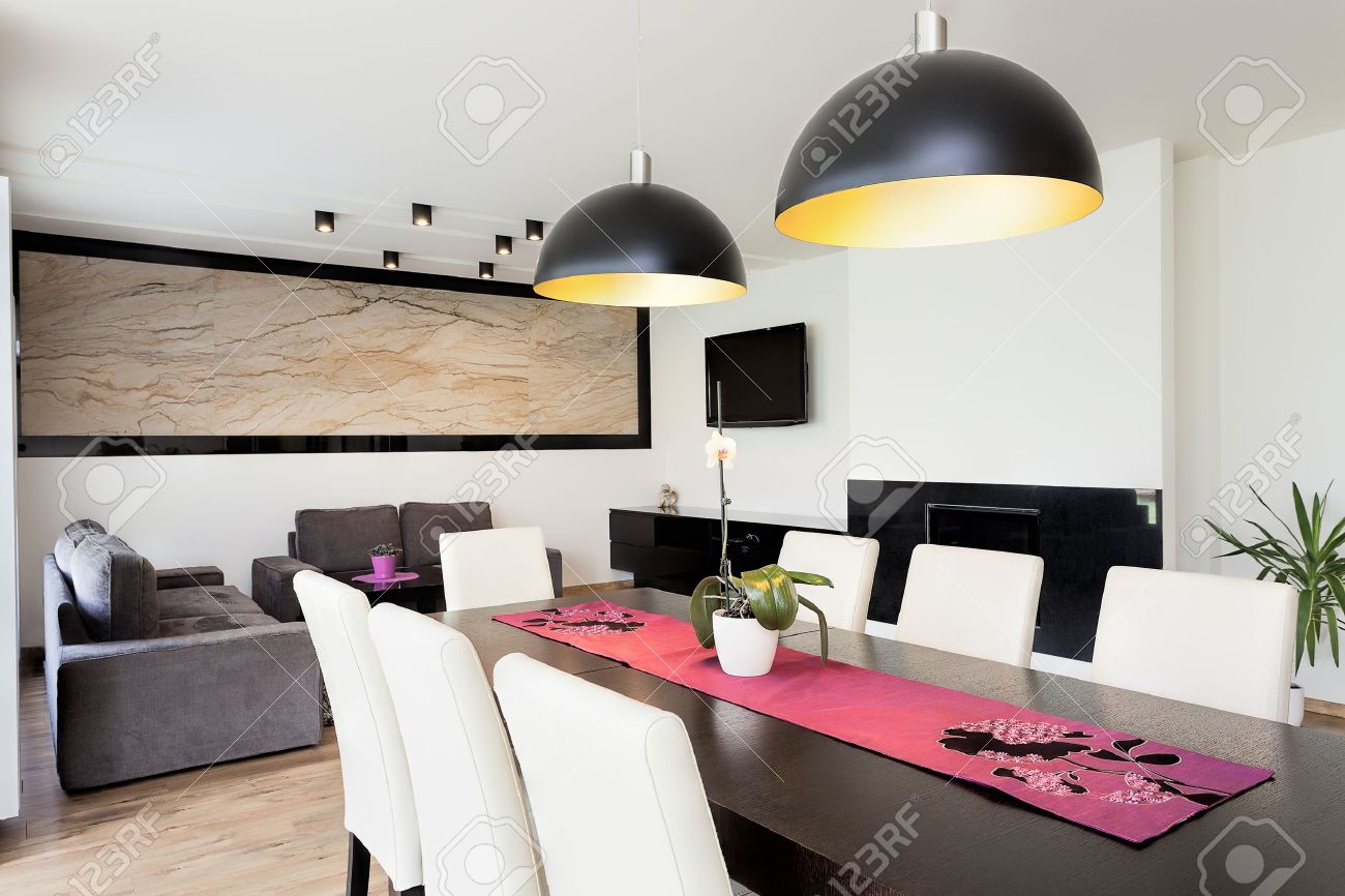Standard Bild   Städtische Wohnung   Moderne Wohnzimmer Mit Esszimmer  Verbunden