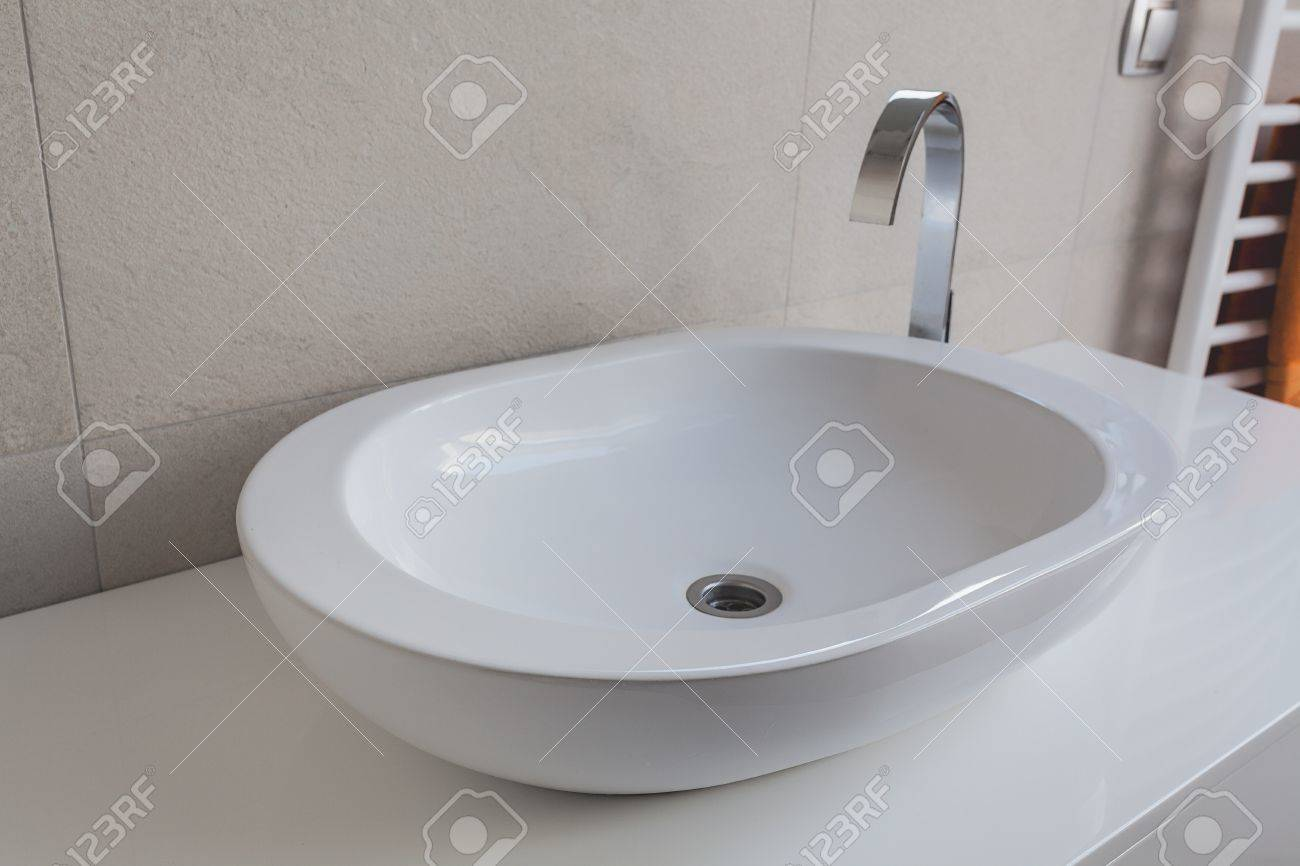 Urban apartment - modern white oval vessel sink Stock Photo - 21822130