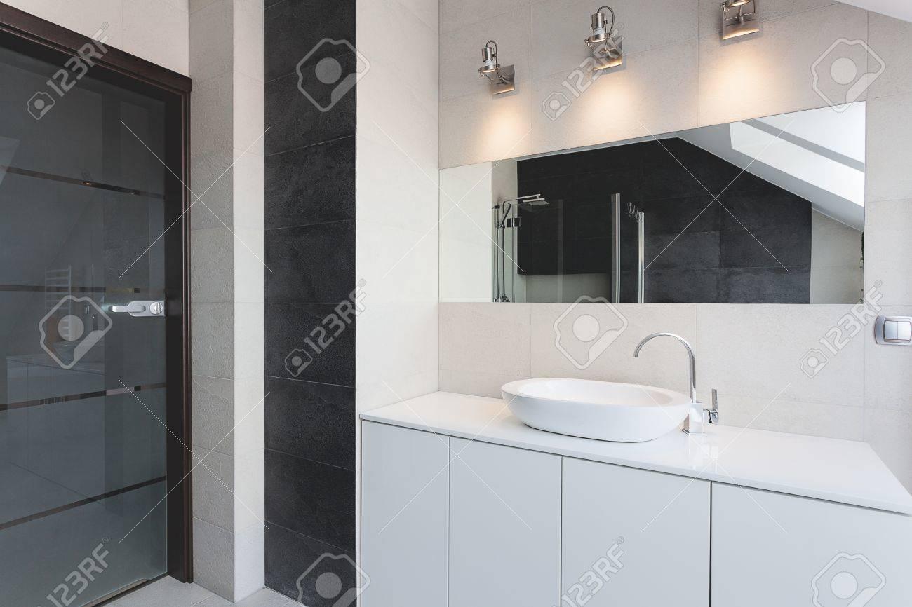 Lavabo Urban.Apartamento Urban Contador De Bano Lavabo Y Espejo