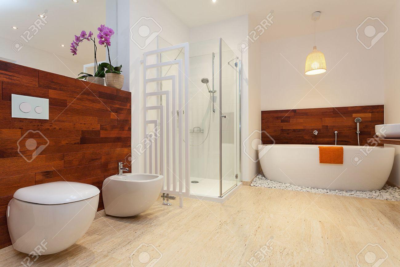 Bagno Moderno Con Vasca Da Bagno : Bagno moderno vasca e doccia