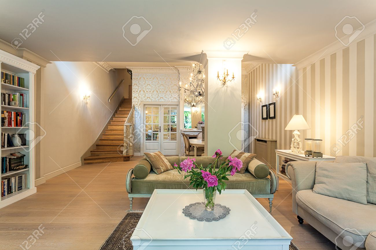 Vintage mansion - a spacious classy living room in beige Stock Photo - 22161071