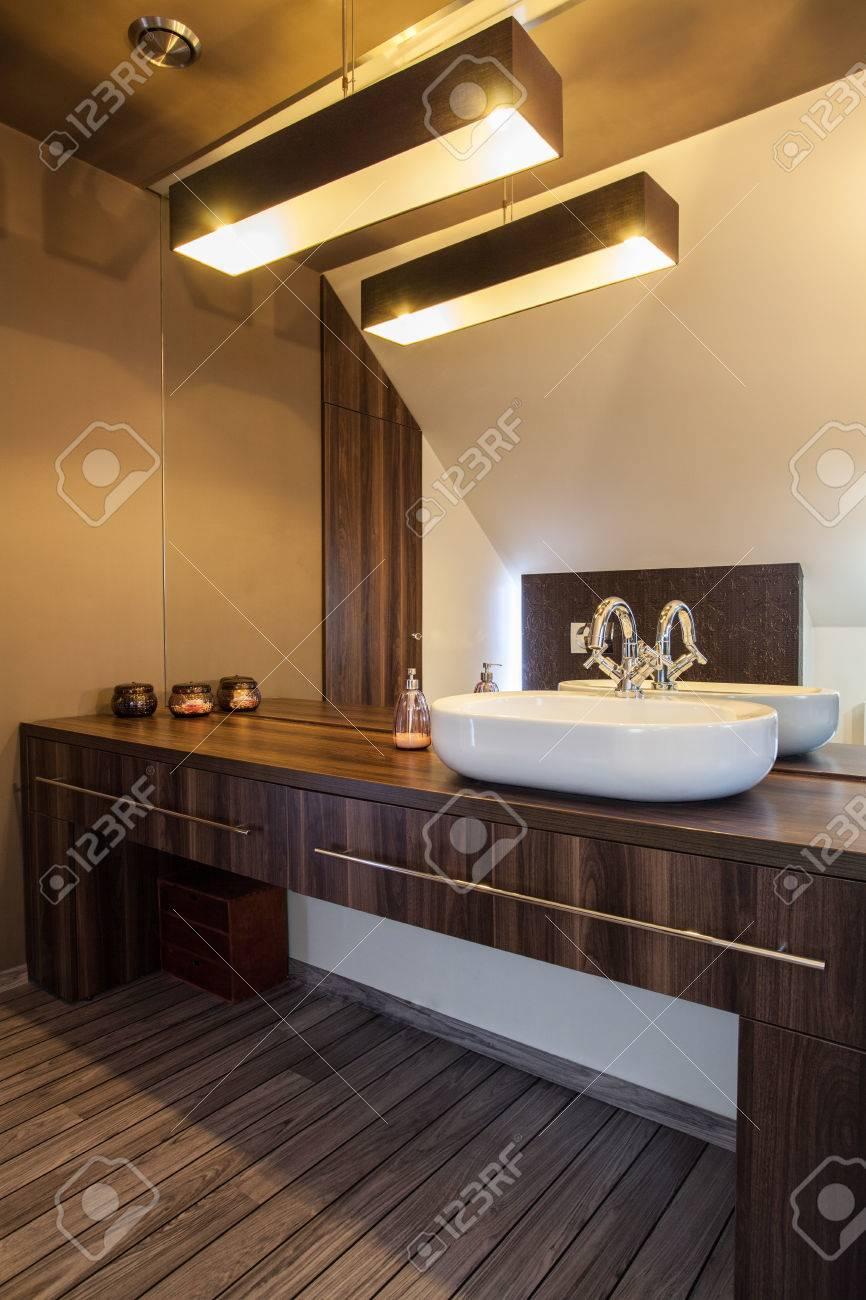 Erstaunlich Finca - Riesige Spiegel Und Holz Bad Arbeitsplatte Lizenzfreie  LO26