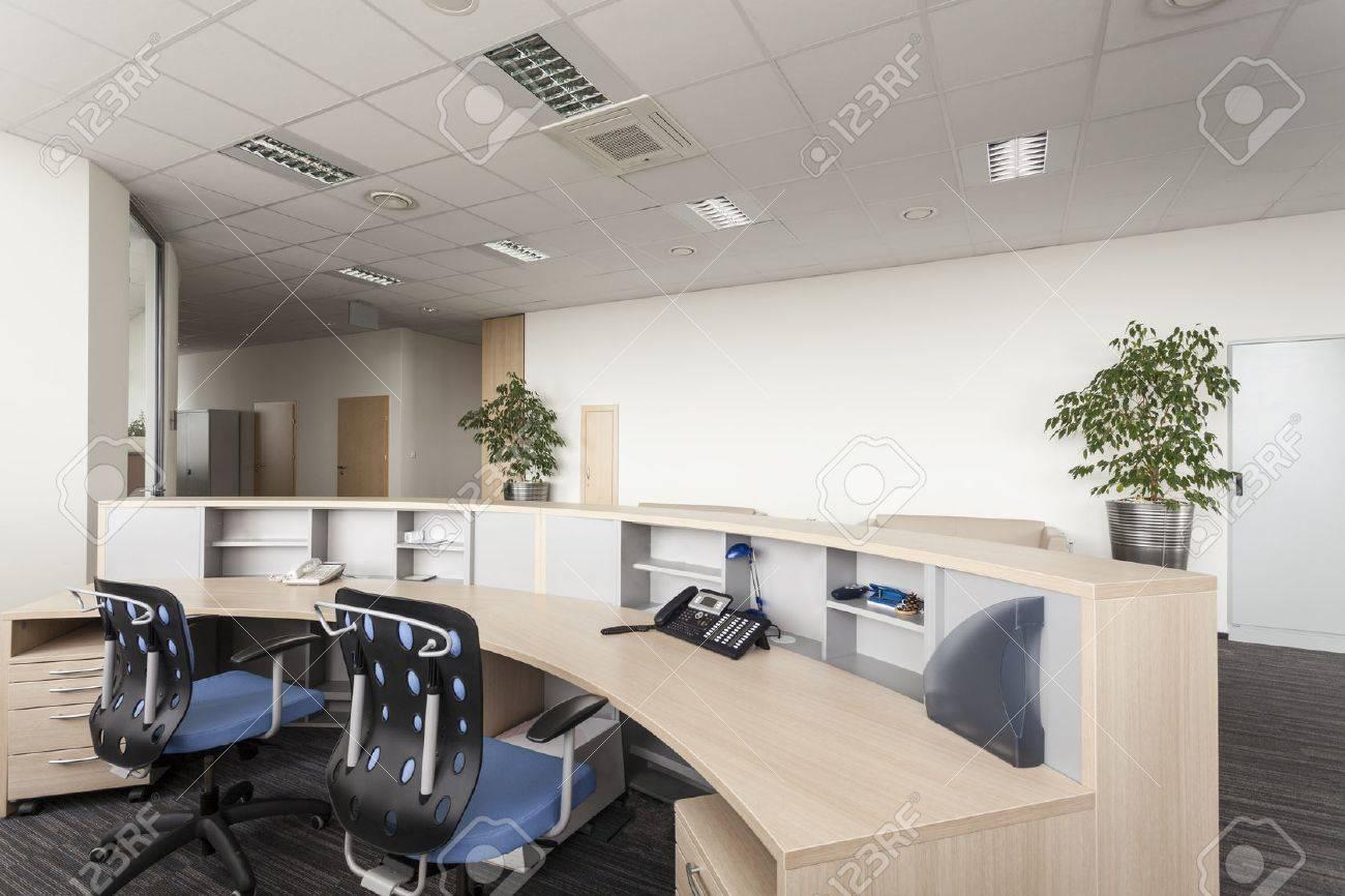 Salle de réception d un nouveau bureau contemporain banque d
