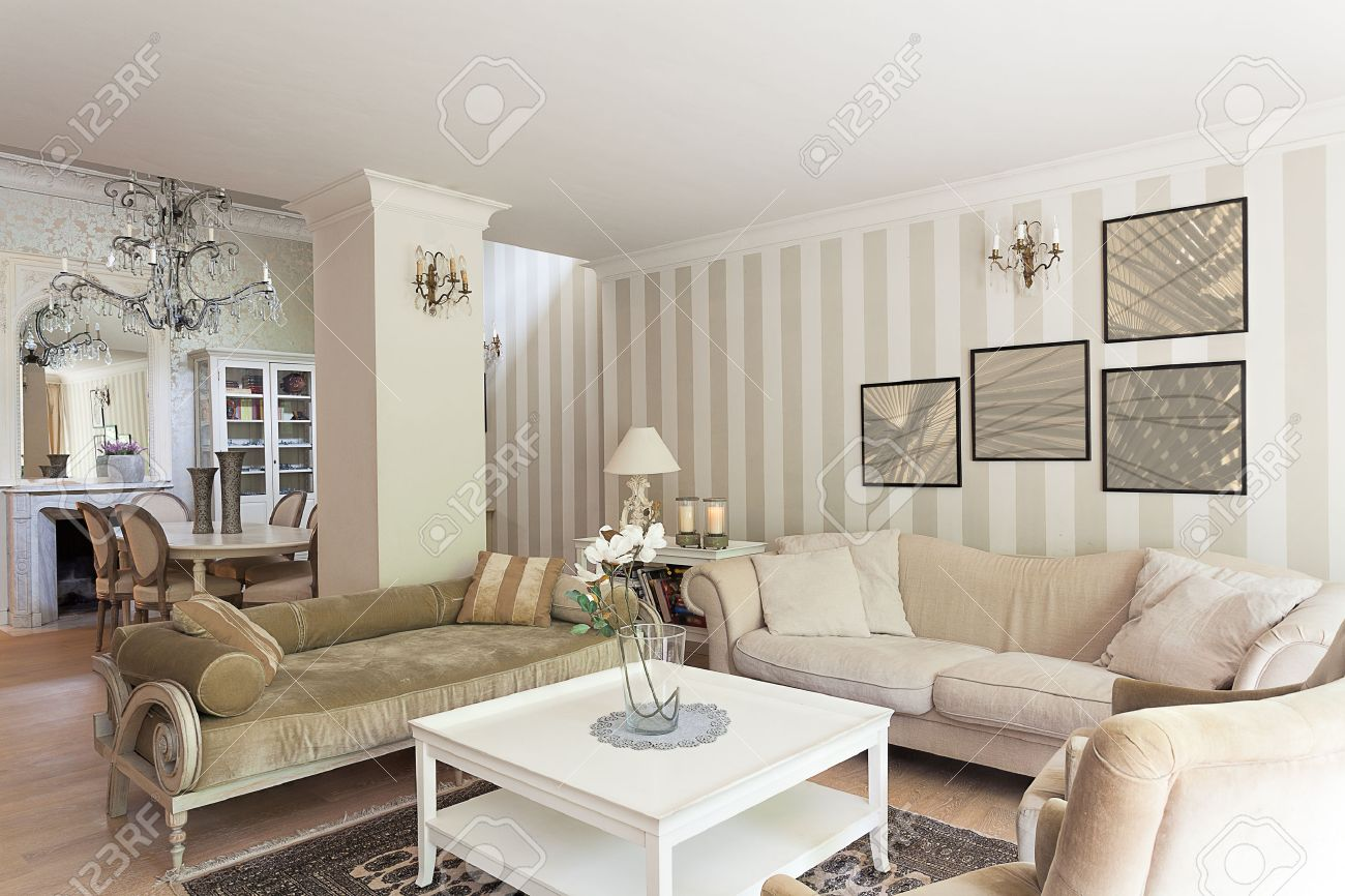 Vintage Mansion - A Stylish Retro Drawing Room In Beige Stock ...