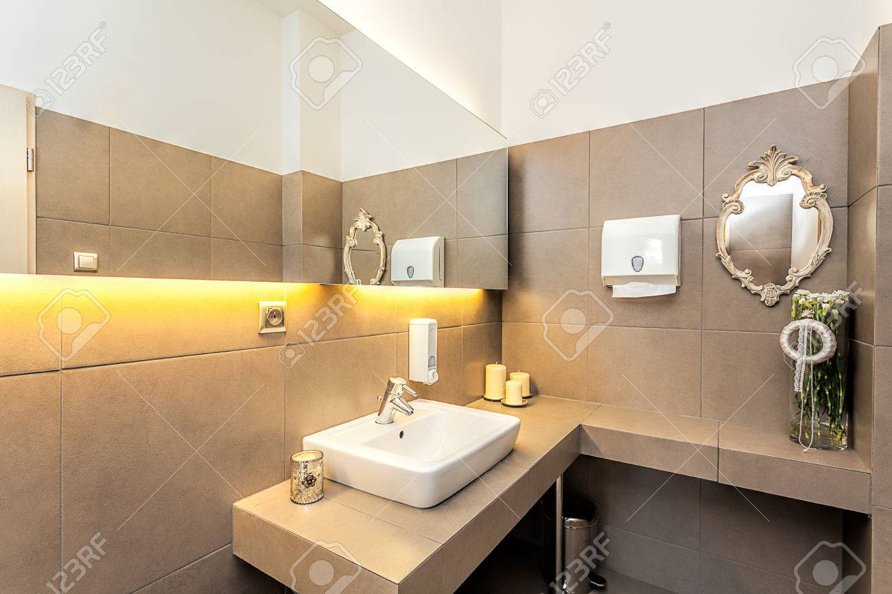 Idee Carrelage Toilette Best Photo De Wc Moderne Us With Idee Avec ...
