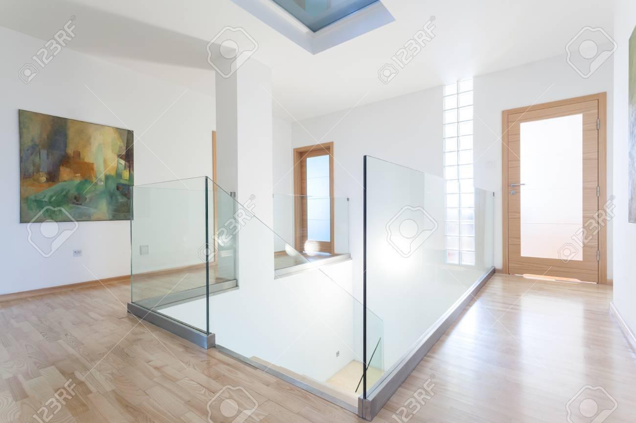 Intérieur De Couloir Moderne Et Lumineux, Horizontale Banque D ...