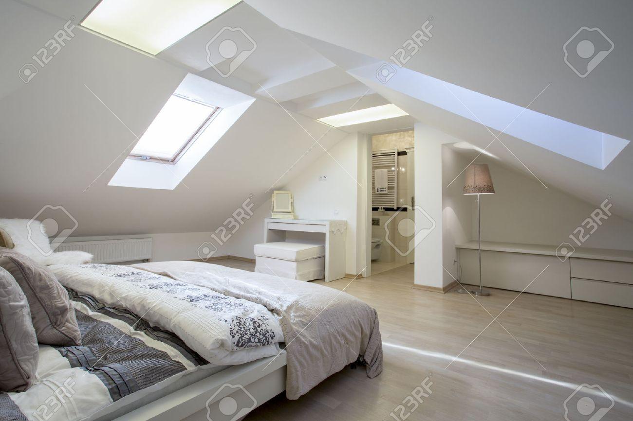 camera da letto collegata con bagno in mansarda foto royalty free ... - Mansarda Camera Da Letto