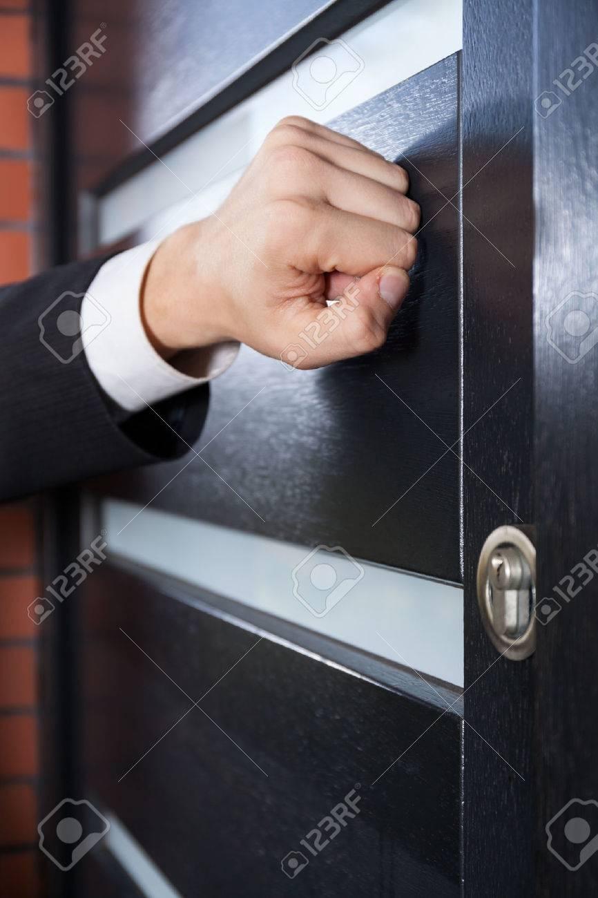 Door to door salesman knocking on the door - 33085230