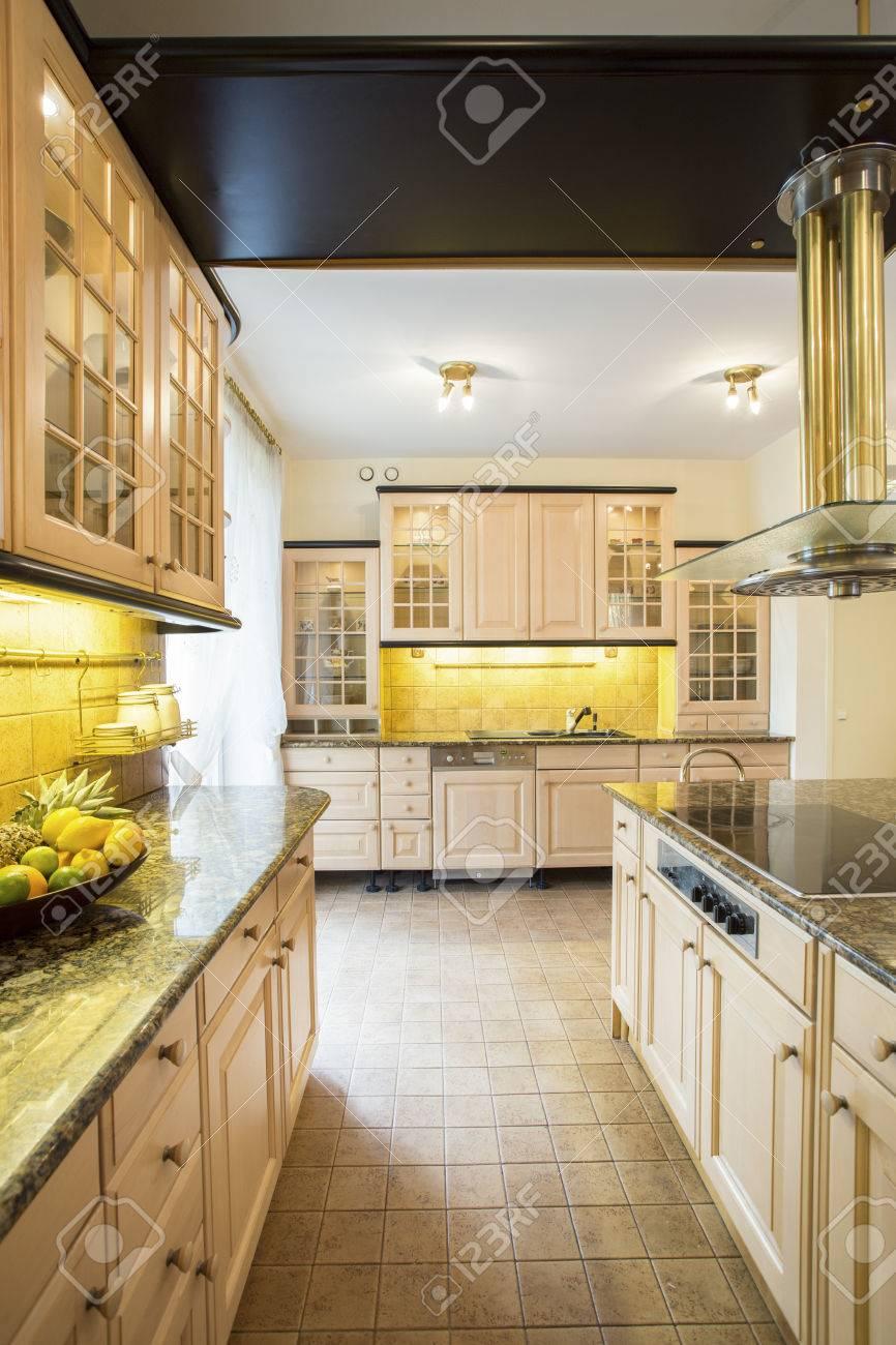 Hervorragend Geräumige Altmodische Küche In Einem Großen Luxus-Haus Lizenzfreie EQ55