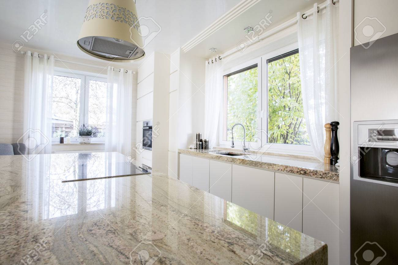 Schönheit Und Luxus Küche Mit Marmor Arbeitsplatte Lizenzfreie Fotos