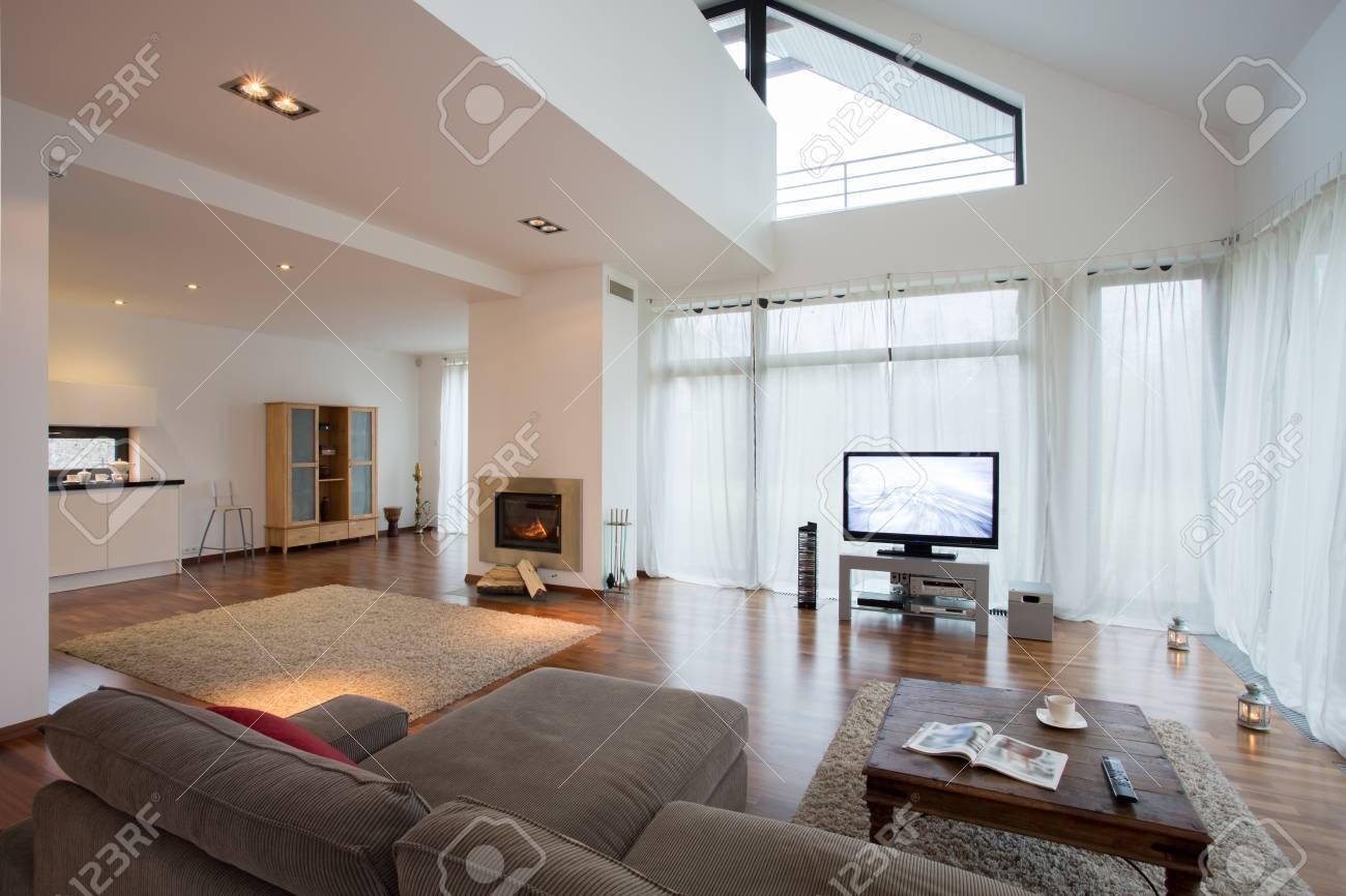 Geraumige Luxuriose Wohnzimmer In Exklusive Villa Lizenzfreie Fotos