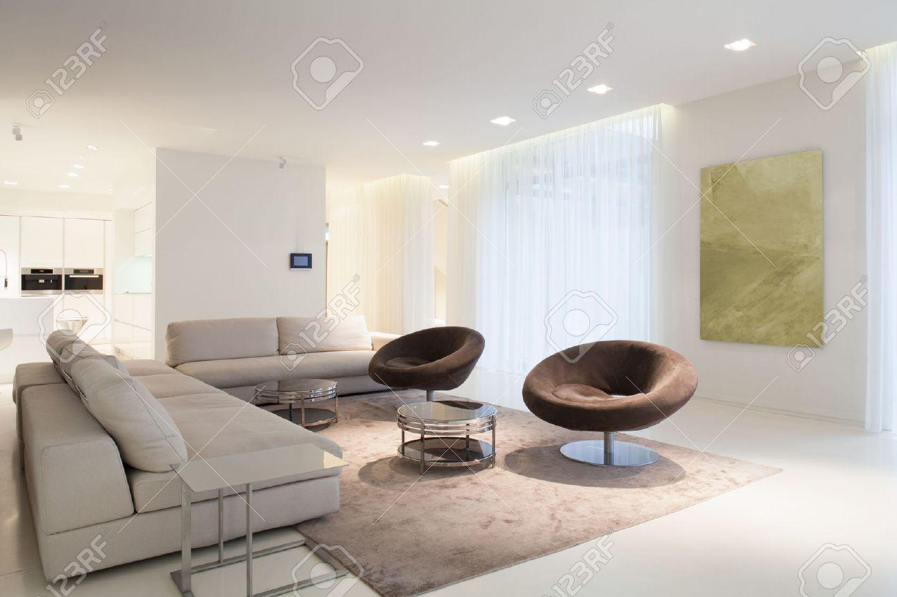 Wohnzimmermöbel Im Modernen Haus, Horizontal Lizenzfreie Fotos ...