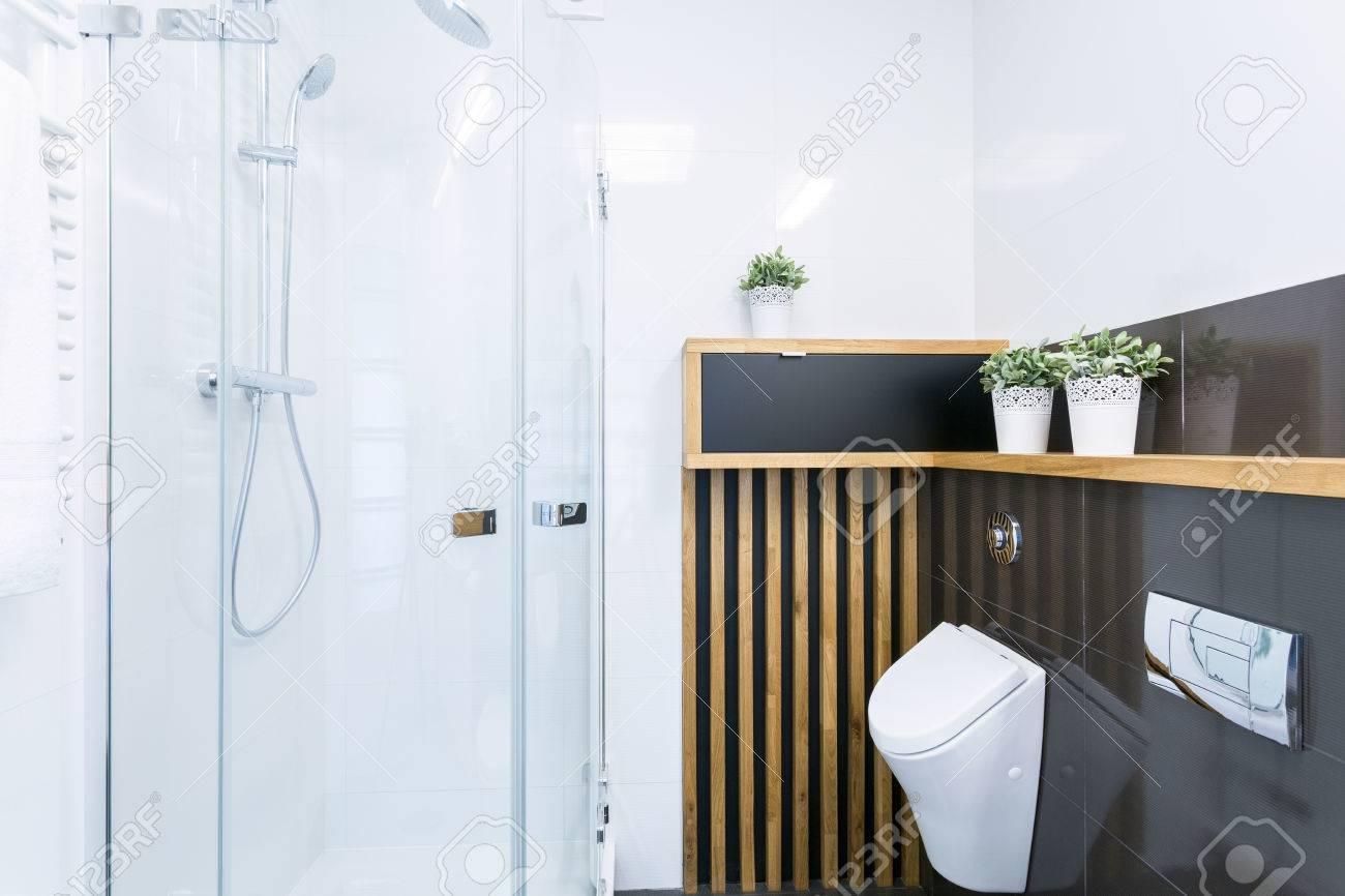Gewaltig Moderne Dusche Sammlung Von Mit Glastür In Neues Bad Standard-bild -