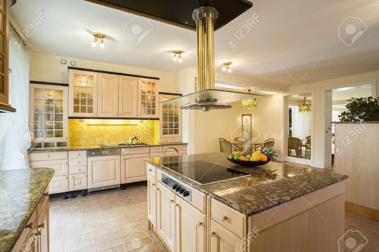 Gut gemocht Horizontale Ansicht Der Küche Mit Marmor-Arbeitsplatte Lizenzfreie TW61