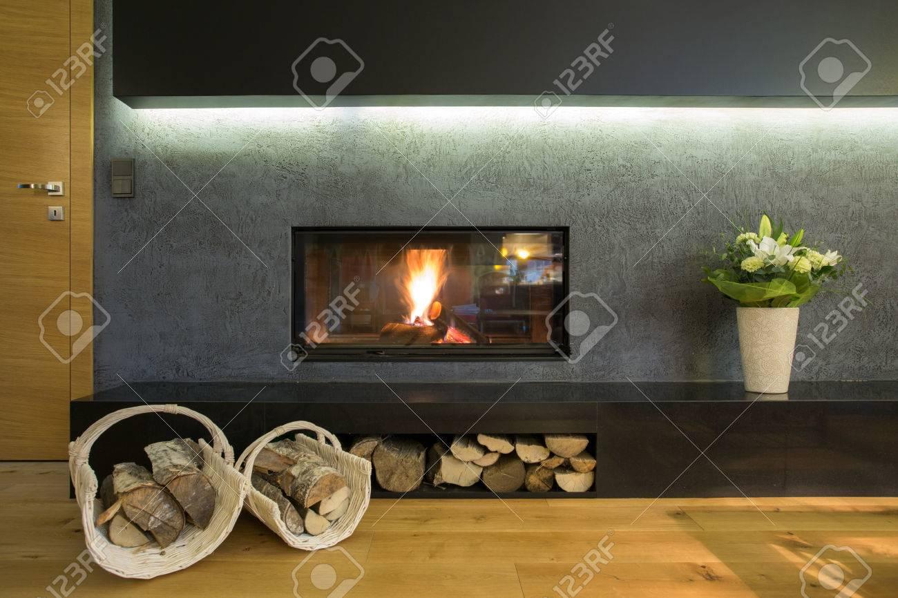 Beleuchtete Kamin Wand Mit Holzlager Lizenzfreie Fotos Bilder Und Stock Fotografie Image 36388585