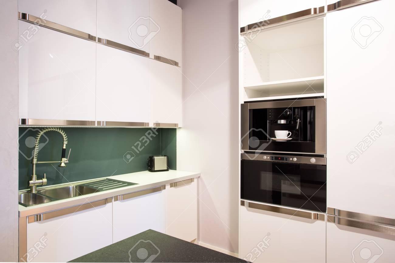 Vue Horizontale De L Interieur De La Cuisine Blanc Brillant Banque