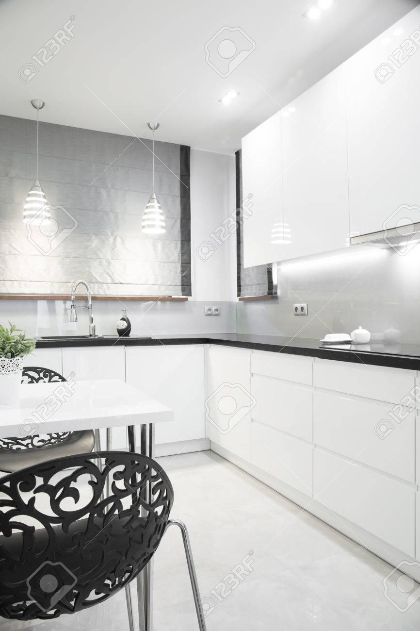 Luxus Silber Küche Interieur In Modernem Design Lizenzfreie Fotos ...