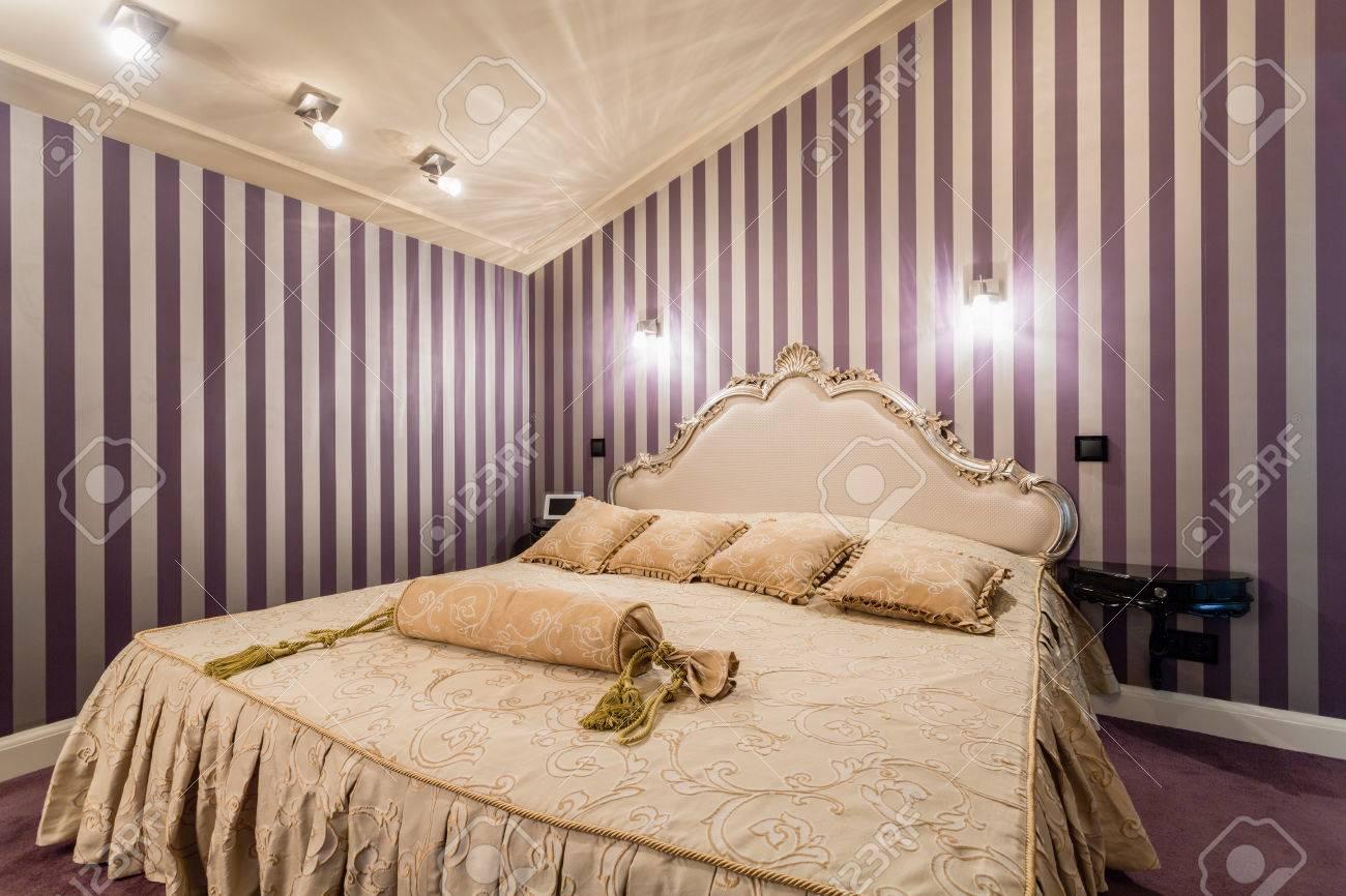 Romantikus Hálószoba Franciaággyal, Barokk Stílusban Royalty Free ...