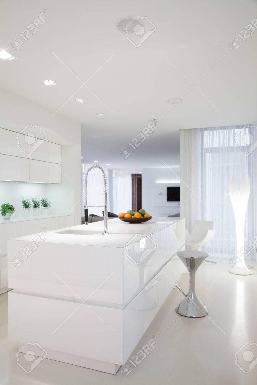 Beauté Intérieur Blanc De Cuisine Dans La Maison Contemporaine ...