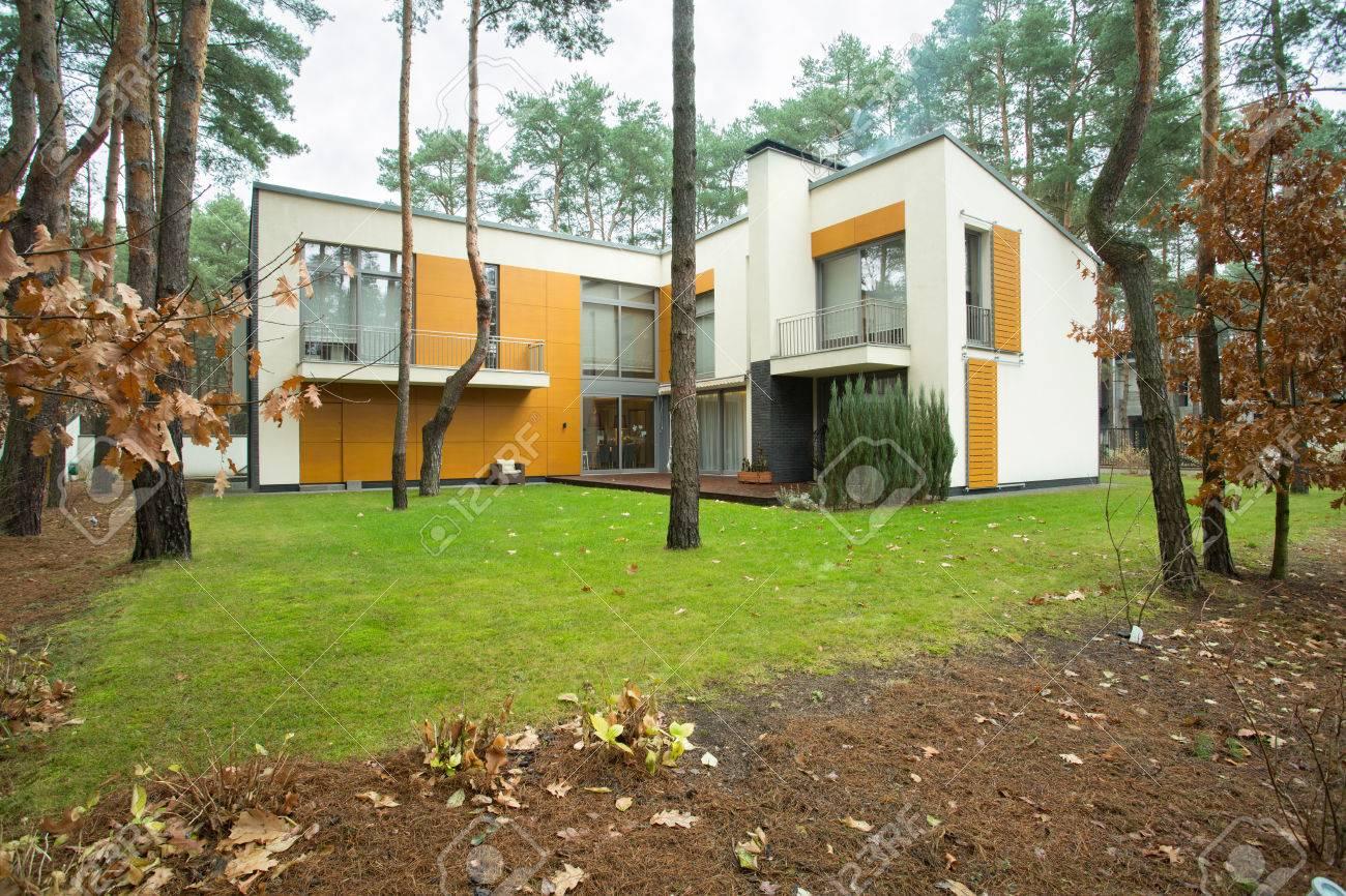 Maison Moderne De L\'extérieur Avec Jardin Banque D\'Images Et Photos ...
