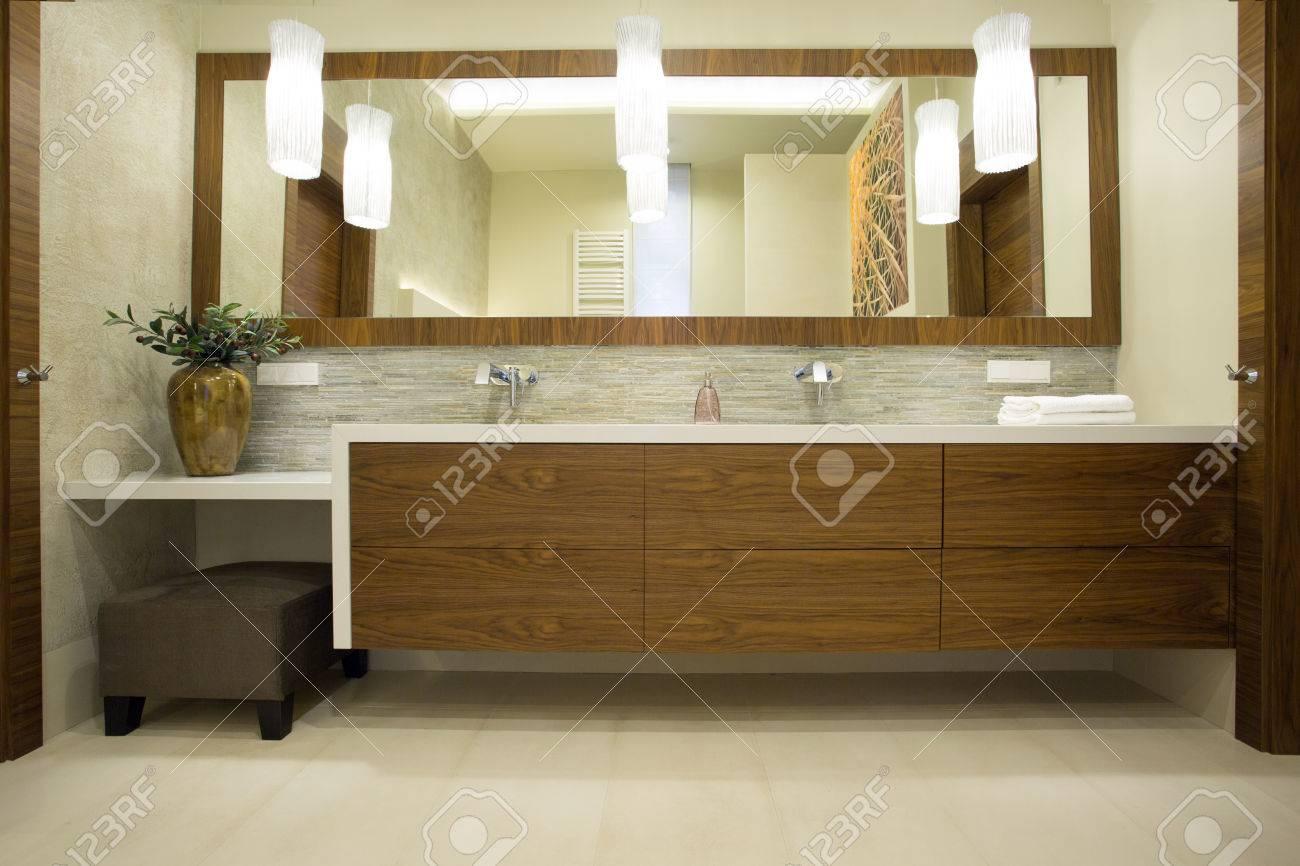 Mobili da bagno in legno massello su misura con essenze pregiate