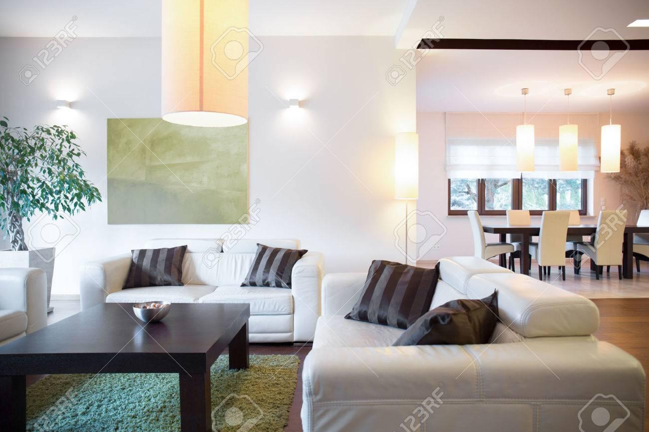 Moderne Luxus-Interieur Von Neuen Großen Haus Lizenzfreie Fotos ...