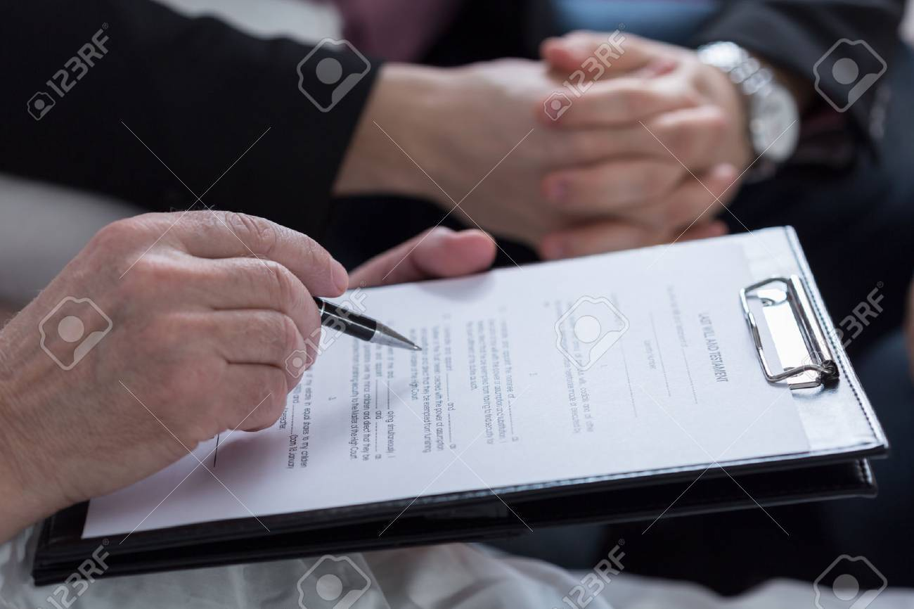 Close-up of last will and testament document - 38335461