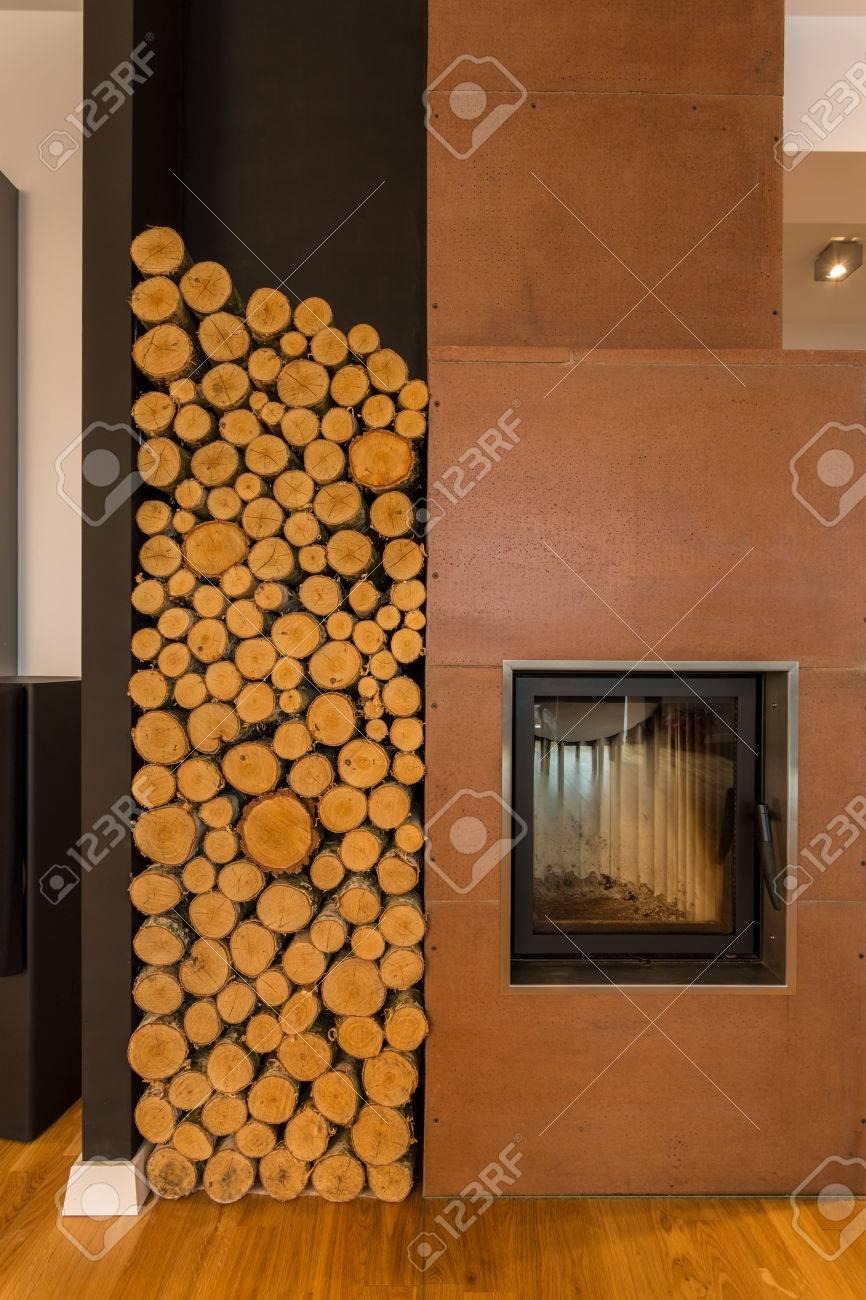 Gros Plan Interieur Cosy Avec Cheminee Et Un Espace De Stockage De Bois Banque D Images Et Photos Libres De Droits Image 38335469