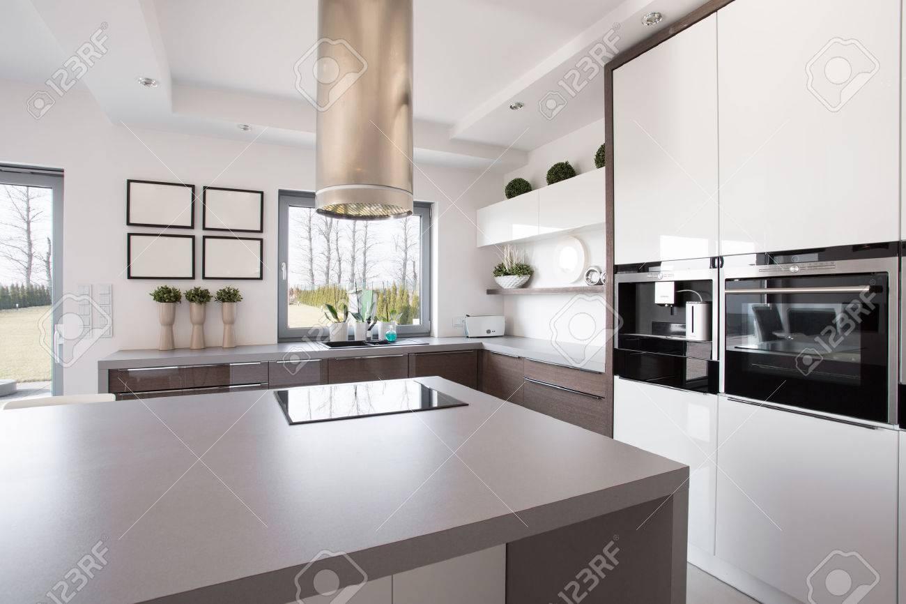 Brillante Interior Belleza Cocina De Diseño Moderno Fotos, Retratos ...