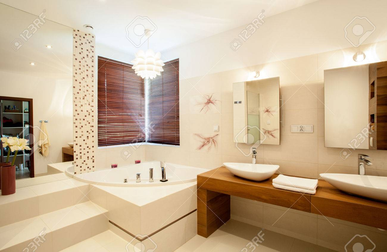 En El Interior Del Cuarto De Baño De Lujo Con Estilo Fotos, Retratos ...