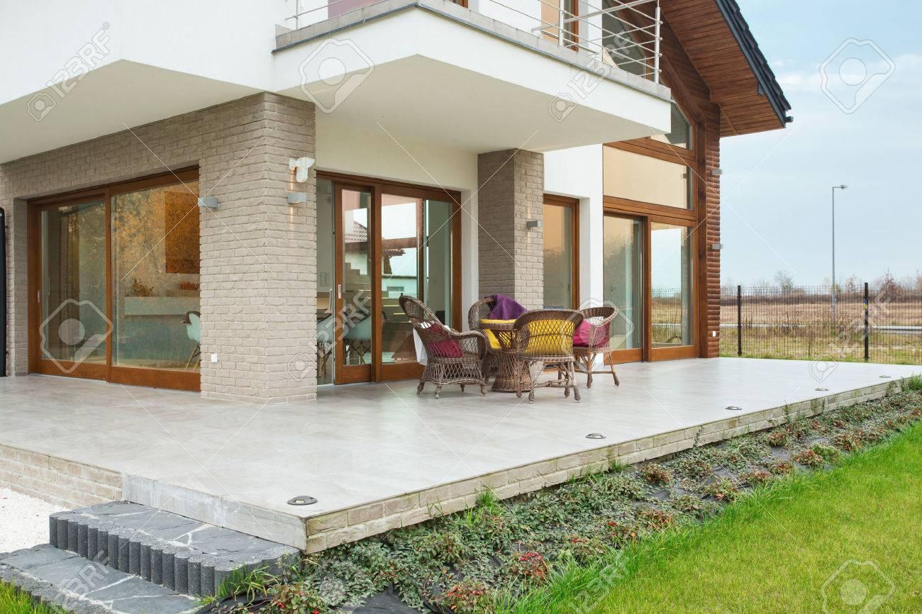 Big Residence Moderne Avec Porche De Marbre Banque D Images Et Photos Libres De Droits Image 38492602
