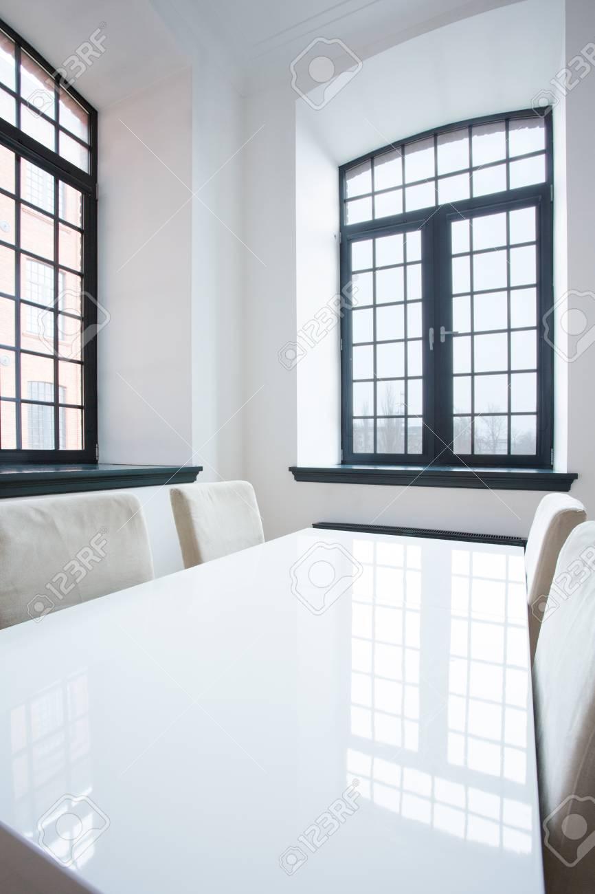 Vista vertical de diseño comedor minimalista