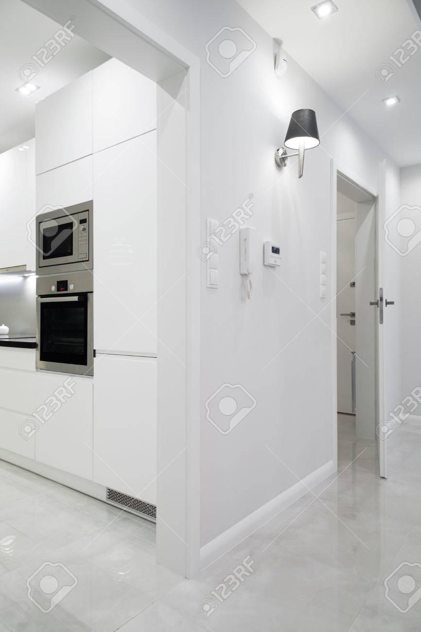 Vue depuis le couloir d\'entrée de la cuisine