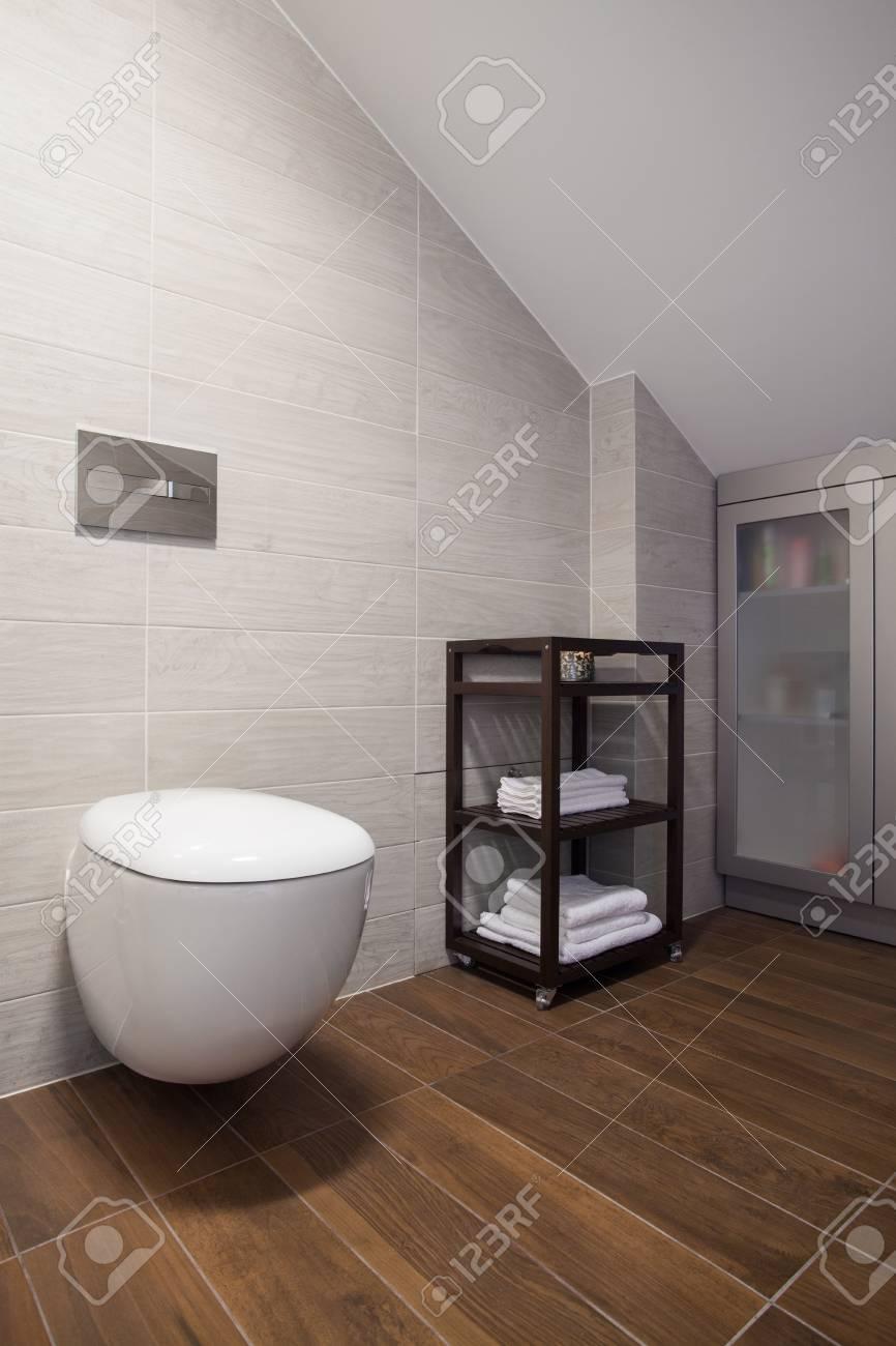 Vertikale Ansicht Entworfen Gäste-WC Innen Lizenzfreie Fotos, Bilder ...