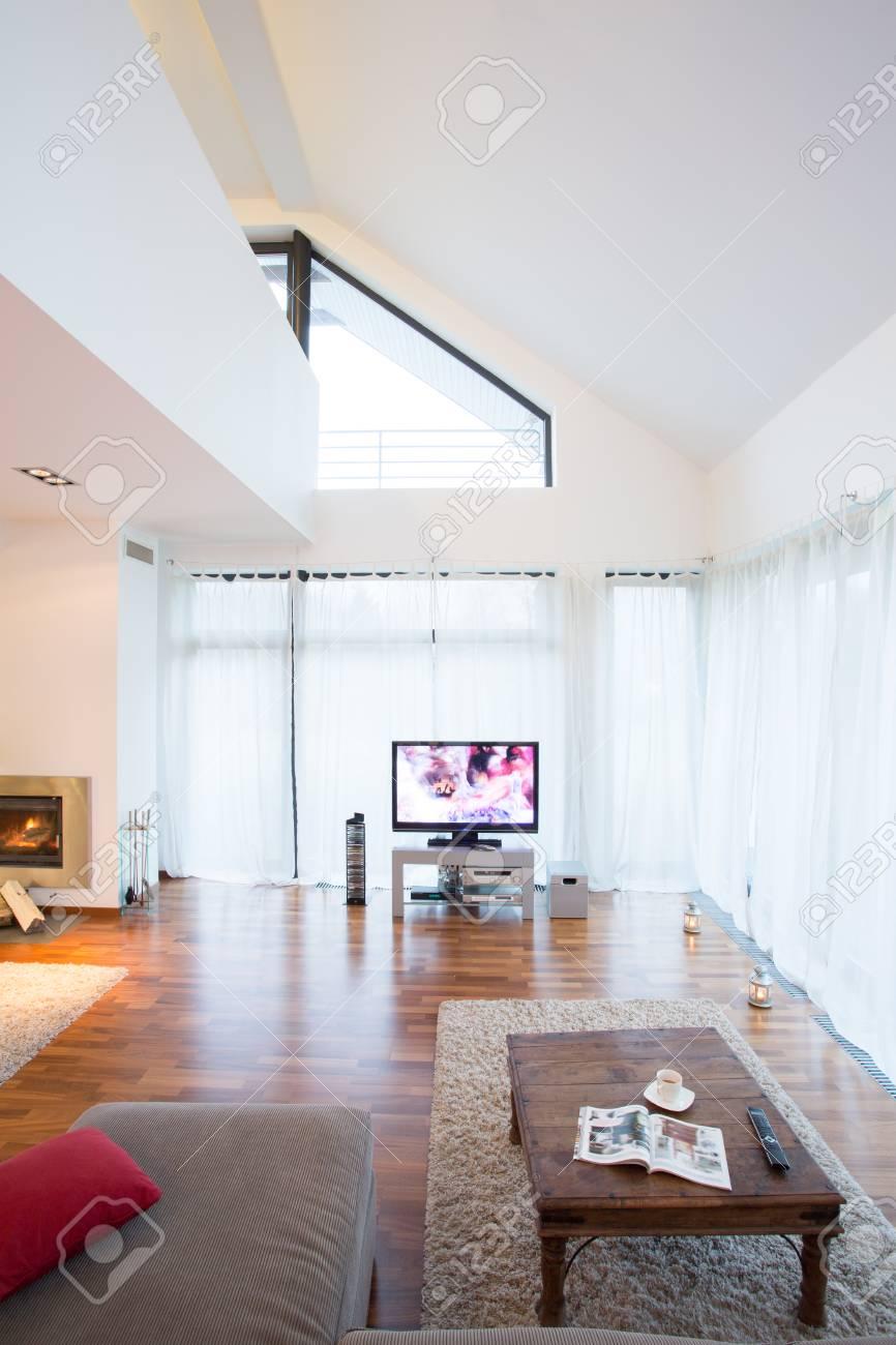 New Zeitgenössische Wohnzimmer Mit Heimkino- Lizenzfreie Fotos ...