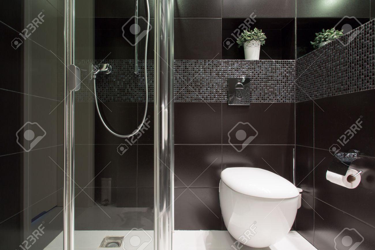 Piastrelle nere bagno